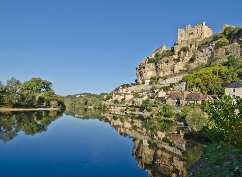 Beynac-et-Cazenac, Dordogne, Aquitaine, 5 Ways To Explore Beautiful Aquitaine France
